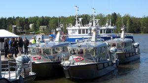 Aluminiumbåtar i hamn