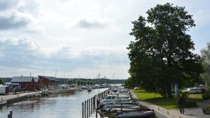 Ingå gästhamn från bron i kyrkbyn.