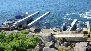 Fyrsällskapet bygger brygga med talkokrafter på Gustavsvärn