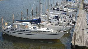 segelbåtar vid brygga på borgå å