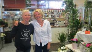 Floristerna Liselott Ekman och Carina Svennblad vill hjälpa asylsökande.