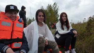 Daniel Hakalo, Sonja Al Hamaundi och  Victoria Bäckström väntade på att få bli evakuerade