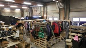 Sorterade kläder på Retro i Jakobstad