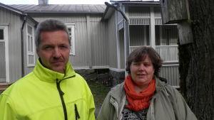 Huvudförtroendemännen för JHL 30 och 50, Kari Viinikka och Maria Holmstedt-Lehtinen