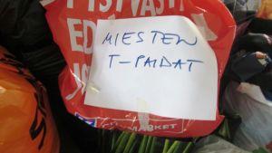 Borgå FRK samlar kläder till flyktingarna i Borgå Folkakademis utrymmen