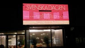 Elektronisk reklamskylt i centrum av Jakobstad