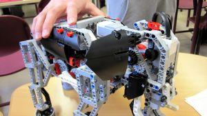 elefantin muotoinen robotti