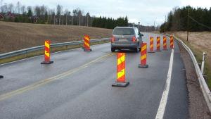 Bilisterna får köra över bron på Salovägen i 30 kilometer i timmen.