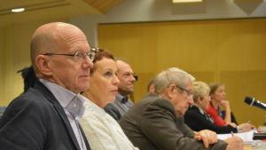 Stefan Andersson (SFP) och Marlèn Timonen ville bordlägga skolnätsfrågan i Karlebyfullmäktige