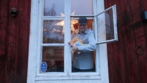 Författaren och konstnären Tom Tiainen