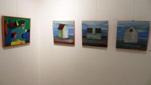 """Till vänster islänningen Sigurdur Thorirs verk """"Astonishing World"""", till höger esten Bruno Kadaks """"Tree views"""""""
