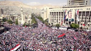 Syrier visar sitt stöd för regeringen och presidenten Bashar al-Assad i Damaskus i oktober 2011.