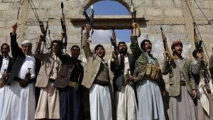 Anhängare till Huthirebellerna i Jemen.