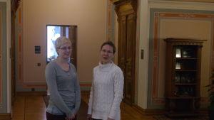 Malin Fredriksson och Ruth Illman i Humanisticums aula
