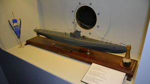 Miniatyrmodell av u-båt vid Forum Marinum.