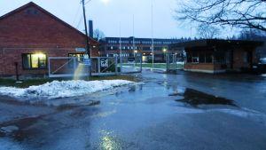 Porten till Strömfors Electric i Strömfors bruk i Lovisa