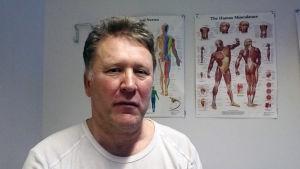 Harri Ojanen lider av Parkinsons sjukdom. Blev spelberoende pga av  medicin.