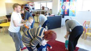 Tvåspråkig musiklekskolegrupp i Borgå