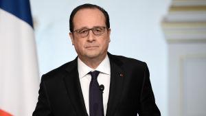 President Hollande höll ett tal på onsdagen efer veckomötet med regeringen där han meddelade att han drar tillbaka sitt förslag.