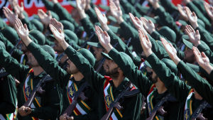 Iranska revolutionsgardets parad på årsdagen för kriget med Irak.