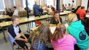 Föräldrar, elever, lärare och tjänstemän funderar på hur Vårberga nya skola i Borgå kunde se ut.