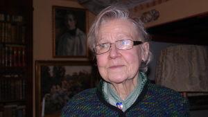 Kari Appelgren i museet Hedvigs minne i Nådendal