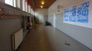Skolkorridor i Kyrkfjärdens skola, gamla delen.