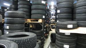 Förvaring av däck vid bilfirma