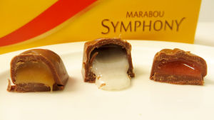 Marabou Symphony -rasian suklaakonvehteja halkaistuna