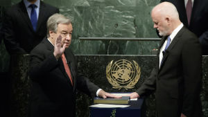 Antonio Guterres svärs in som generalsekreterare för FN.