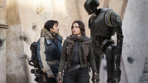 Två rebeller och en robot poserar.