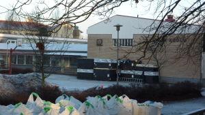 En skola i Lojo som heter Tytyrin koulu.
