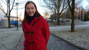 Katri Kalske är bildningsdirektör i Lojo och står vid Anttilan koulu som grundrenoveras.