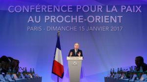 Frankrikes utrikesminister Jean-Marc Ayrault talar vid öppningen av fredskonferensen i Paris 15.1.2017