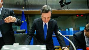 ECB-bossen Mario Draghi hörs av Europaparlaments kommitté