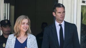 Prinsessan Cristina och hennes man Iñaki Urdangarin under korruptionsrättegången i Palma 22.6.2016