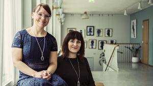 Nina Dahl-Tallgren och Sarah Bergkulla vid Wasa Teater.