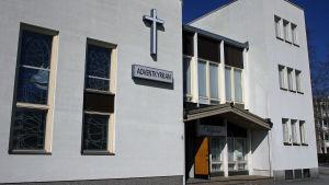 Restaurangen Vegana finns i Advetkyrkans lokaler i Jaokbstad.
