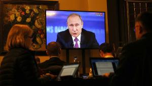 Vladmir Puitn håller sin årliga frågestund på tv.