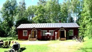 Syskonparet Emilia och Katariina Kajasviita har öppnat café Fanjunkars.