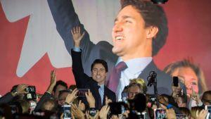 Liberalerna med Justin Trudeau tog skrällseger i det kanadensiska parlamentsvalet.