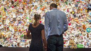 Holländska anhöriga till offren på MH17 vid minnesstund i Nieuwegein på årsdagen av nedskjutningen.