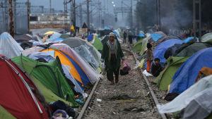 Syrisk flykting i tältläger.