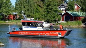 Oljebekämpningsbåt