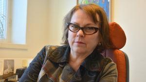 Vasas kulturplanerare Leena Nyqvist i sitt arbetsrum vid stadsbiblioteket.
