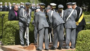 President Koivistos kista sänks ner i jorden vid Sandudds begravningsplats den 25 maj 2017.