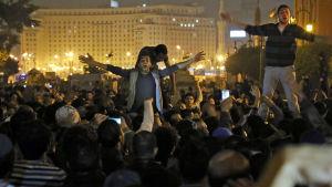 demonstranter på tharirtorget i Kairo 29.11.2014