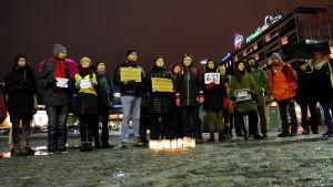 Demonstartion för yttrandefriheten på Salutorget i Åbo.