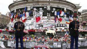 Ceremoni över terroroffer i Paris