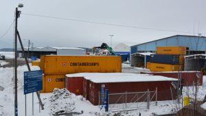 containrar i valkom hamn